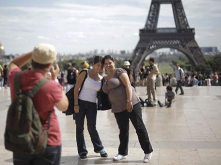 Франция терпит убытки из-за уменьшения количества туристов