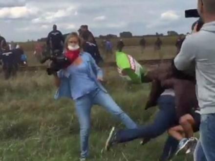 ВВенгрии журналистку обвиняют визбиении мигрантов впроцессе съемок
