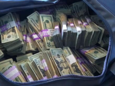 ВоЛьвове изавто бизнесмена украли драгоценностей на млн.