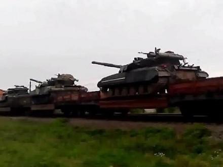 Разведка: РФснова пополнила силы боевиков военной техникой иличным составом
