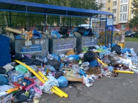 Фура со львовским мусором перевернулась под Дубно - Цензор.НЕТ 3133