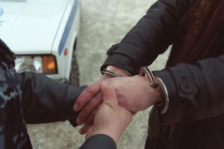 ВЛуцке арестованный убежал из-под конвоя, угрожая полицейским пистолетом