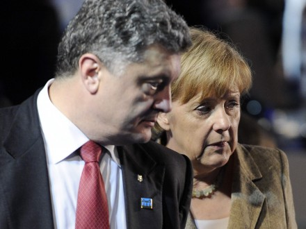 Ближайшие недели станут решающими: Меркель поговорила сПорошенко оДонбассе