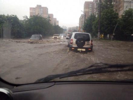 Одессу затопило из-за ливня, на дорогах образовались пробки