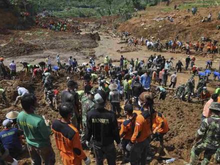 Жертвами наводнения наострове Ява стали 10 человек
