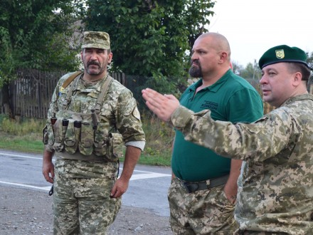 Василий Вирастюк посетил таможенников взоне АТО