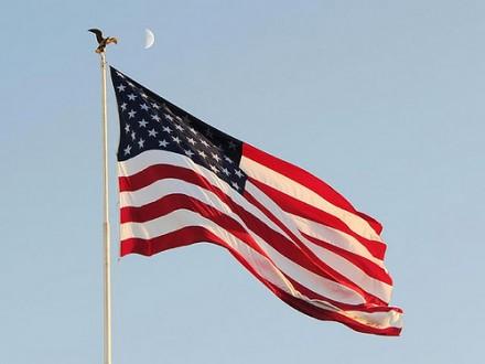 ВСША приспущены государственные флаги всвязи со гибелью Шимона Переса