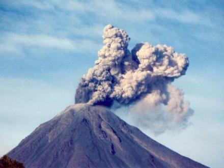 Всвязи сизвержением вулкана Колима вМексике проводится эвакуация