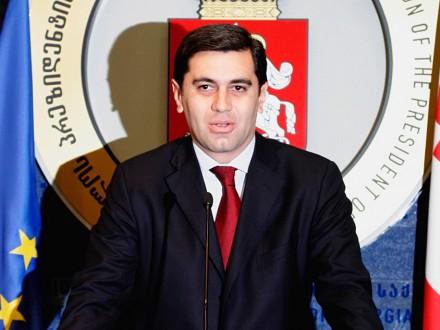 Векс-міністра оборони Грузії стріляли під час передвиборної зустрічі