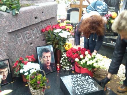 Вдень рождения Бориса Немцова Киров нес ему цветы