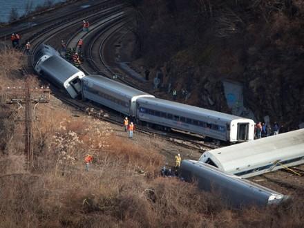 УНью-Йорку зійшов зрейок потяг: близько 30 пасажирів травмовано