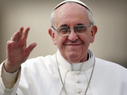 ВПольше нааукционе проданы три автомобиля папы Римского