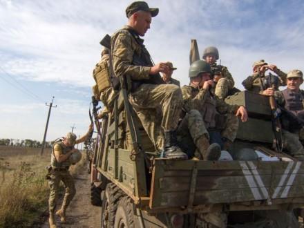 Міноборони: Обстріли бойовиків унеможливлюють розведення сил вСтаниці Луганській