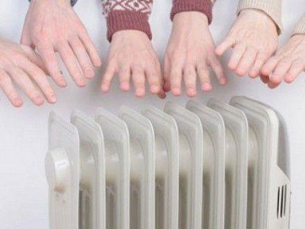УКиєві почали вмикати тепло в лікарнях і школах