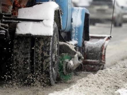 Киев получил отГермании 15 единиц многофункциональной снегоуборочной техники