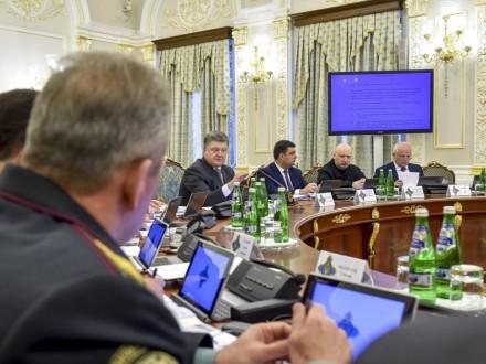 Порошенко увів у дію рішення РНБО про застосування санкцій протиРФ