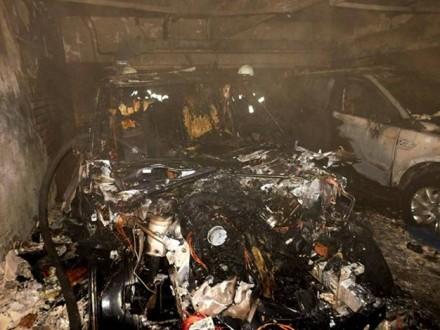 Вподземном паркинге наОболони сгорели два Лэнд-Ровер