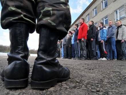 Нардепи хочуть зобов'язати місцеву владу допомагати військоматам