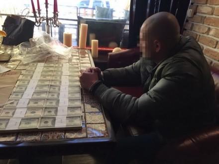 Військовий таполіцейські вимагали $200 тис. хабаря
