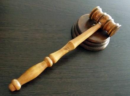 Суд продолжил держать под стражей обвиняемых вбойне под Радой