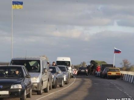 Награнице сКрымом в50 метрах отоккупантов установили украинский флаг