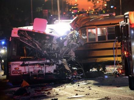 В США зіткнулися шкільний та приміський автобуси: 6 загиблих