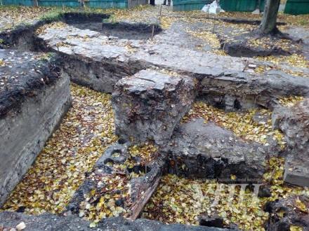 Місце розкопок стародавнього замку в центрі Рівного законсервували