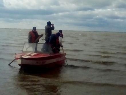 Cотрудники экстренных служб продолжают искать пропавших рыбаков вОдесской области