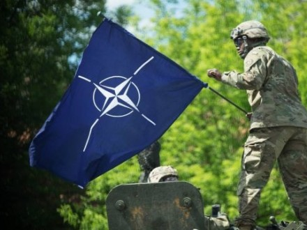 Инструкторы НАТО уже подготовили четыре батальона украинских военных - И.Фриз