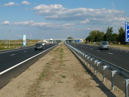 Возмущенные люди перекрыли дорогу вОдесской области