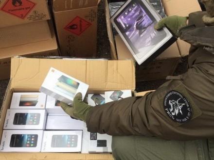 СБУ затримала в районі АТО незаконні вантажі на 2 млн грн