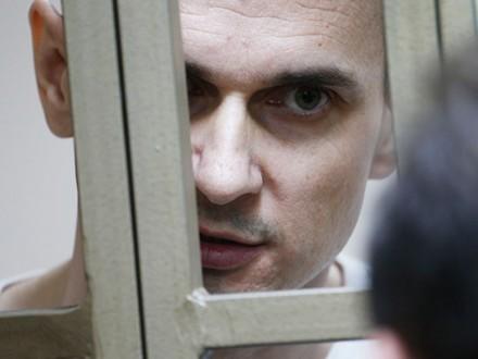 Мать политзаключенного: Крымчанин Сенцов рассчитывает, что Украина его небросит