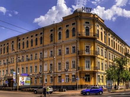 ВКиеве студенты захватили сооружение университета