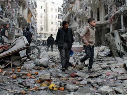 ВАлеппо гуманитарные рабочие раздают последние продукты— ООН