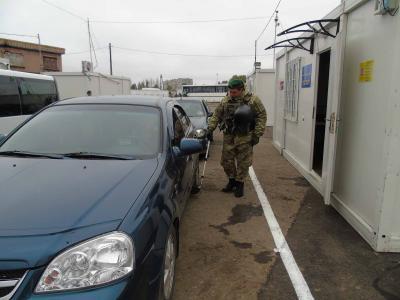 ГПСУ: НаКПВВ «Марьинка» образовались очереди из430 авто
