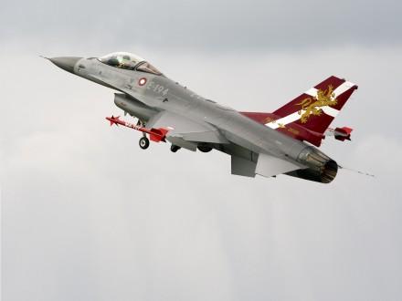 Дания отозвала свои F-16 после неверного удара посирийским военным