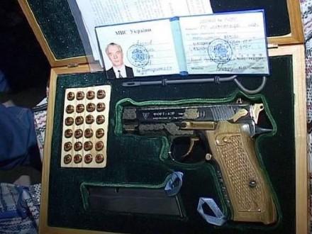 Генеральная прокуратура запросила у милиции найденные вещи Азарова