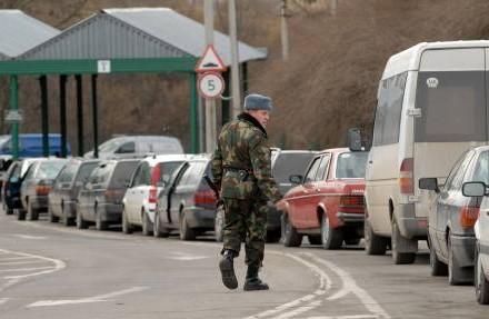Сотни машин застряли награнице Украины иПольши