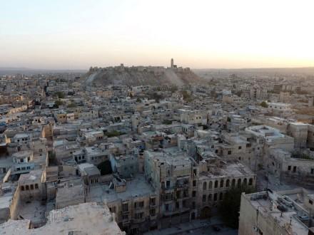 Проасадовские силы исирийские повстанцы договорились закончить огонь вАлеппо