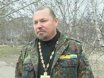 Акцію на підтримку капелана І.Петренка провели у Херсоні під будівлею обласної поліції