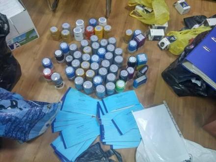 c0636dc5d8cd Во время обысков в офисах конверта сотрудники спецслужбы изъяли два  миллиона гривен наличными, ...