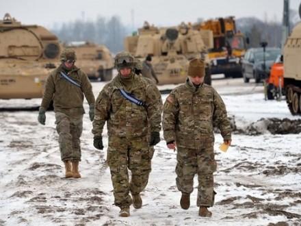 Следом затанками вПольшу прибыла первая тысяча американских солдат