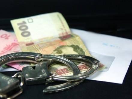 Налоговика задержали в Луцке во время получения взятки
