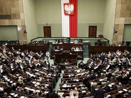 Польский сейм неможет отыскать выход изпарламентского кризиса