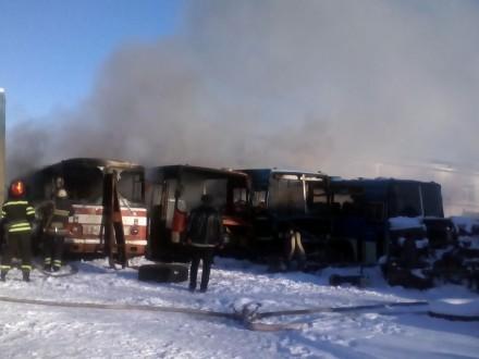 ГСЧС: ВЛуганской области сгорело 4 автобуса