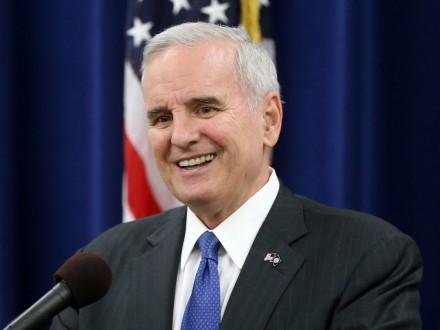 Губернатор Миннесоты лишился чувств, рассказывая оположении дел вштате— США