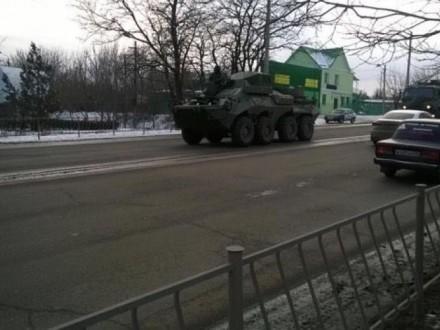 ВСимферополь вошла колонна военной техники