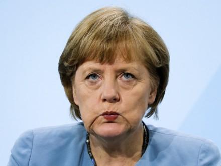 Меркель согласилась сруководителями земель обупрощении депортации нелегалов