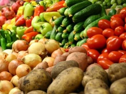 За місяць в Україні найбільше подорожчали овочі, фрукти та молоко