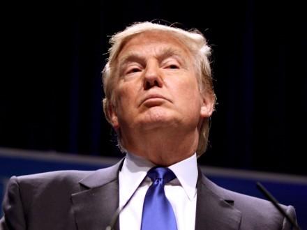 Американський режисер закликав Трампа піти у відставку